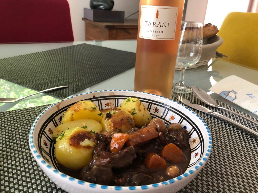 Boeuf bourguignon accompagné de pommes de terre à l'anglaise